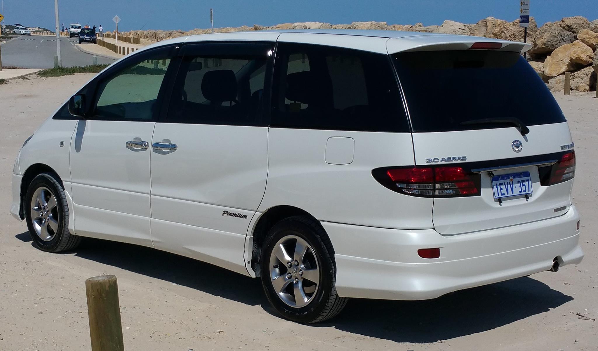 2005 Toyota Estima 3L 2WD 7 seater rear
