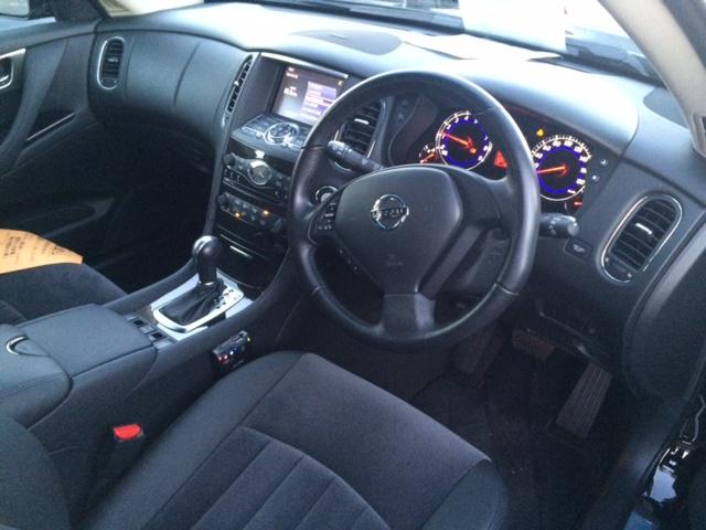 Nissan Skyline Crossover 370GT 2WD interior