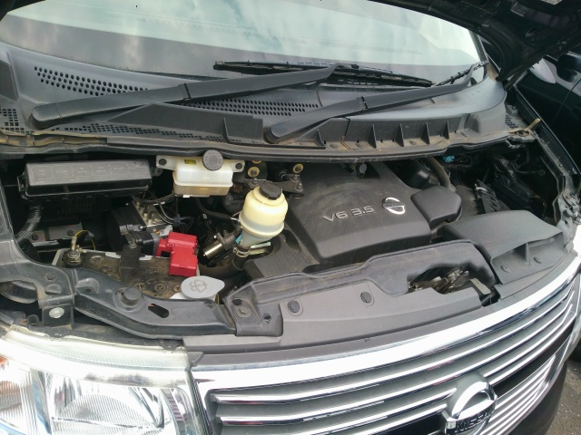 2010 Nissan Elgrand E51 engine bay