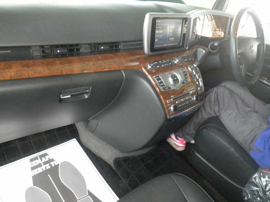 2008 Nissan Elgrand E51 interior