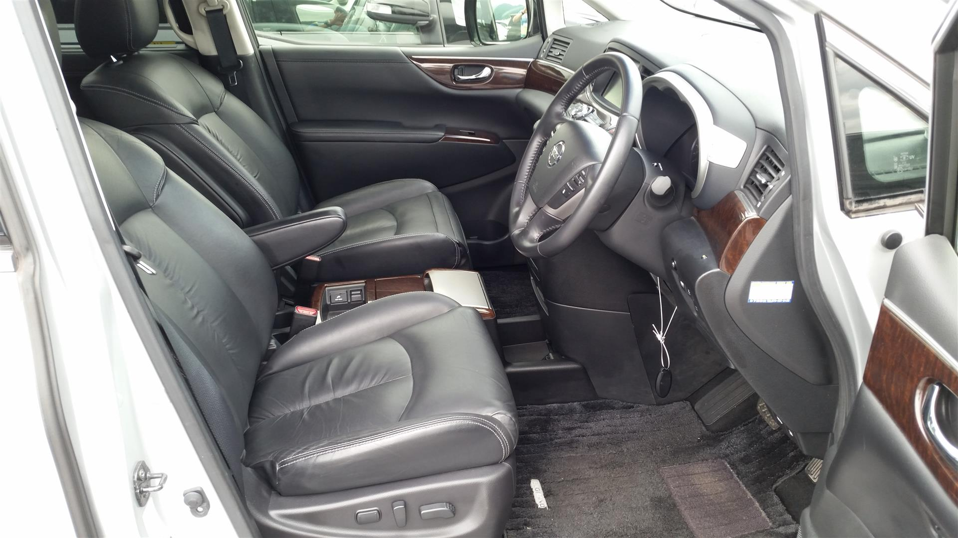 2012 Nissan Elgrand E52 20150627_143254 (Large)