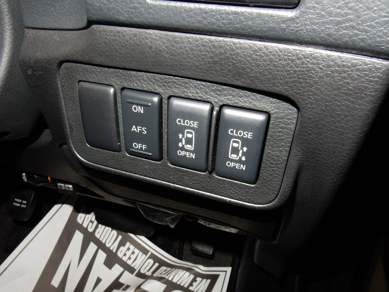 2009 Nissan Elgrand NE51 powerslide door controls