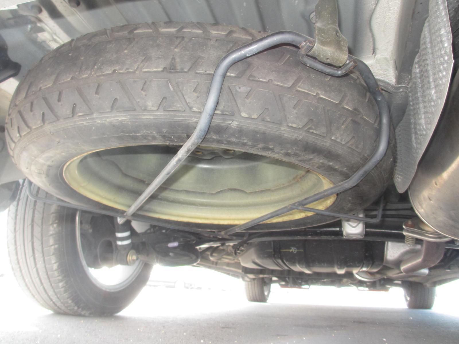 2003 Toyota Estima 3L Aeras S spare wheel
