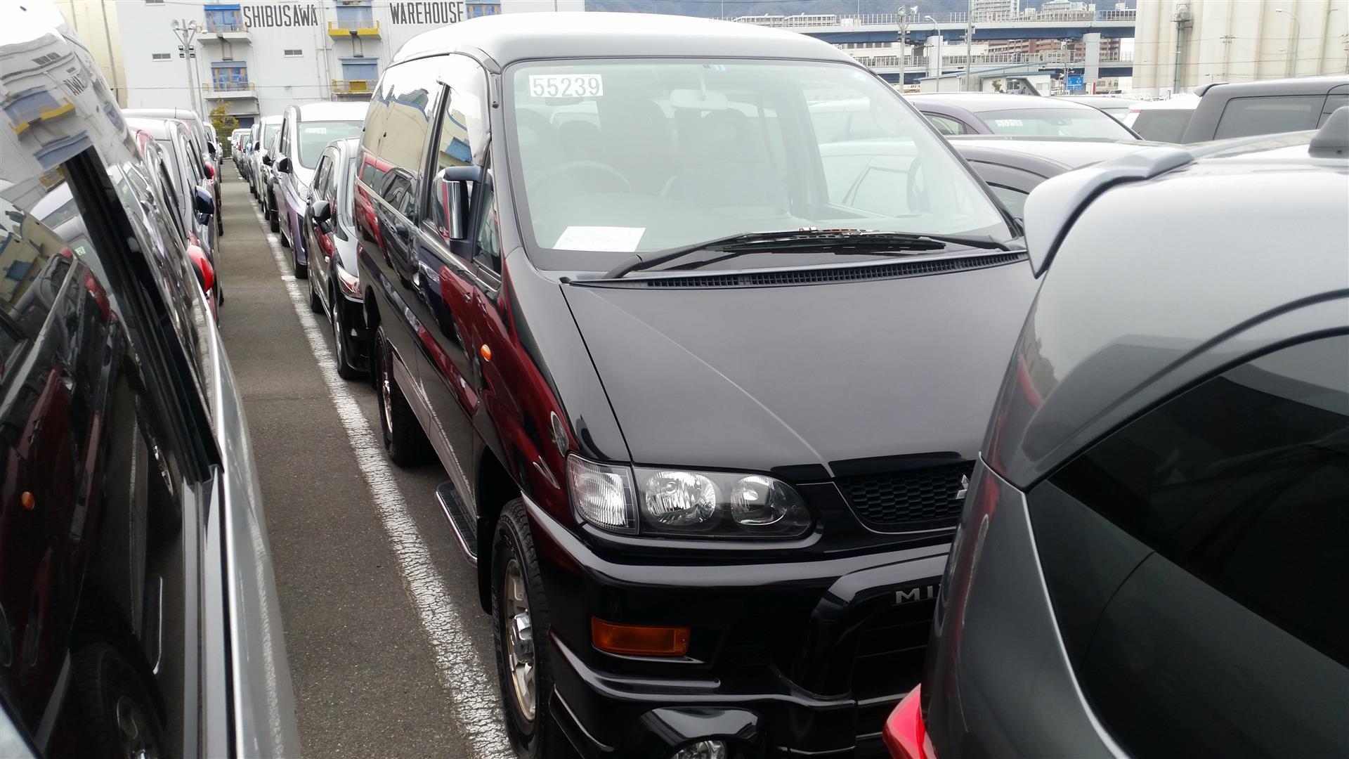 2003 Mitsubishi Delica PD6W Chamonix 7-seater 1