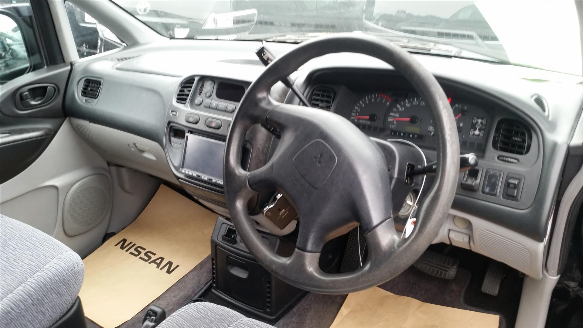 2003 Mitsubishi Delica PD6W Chamonix 7-seater 5