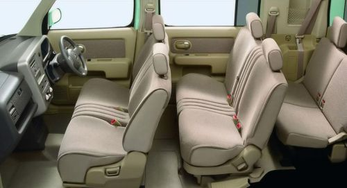 Nissan Cube Z11 seat layout and configuration