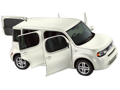 Nissan Cube Z11 white