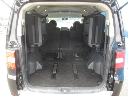 2009 Mitsubishi Delica D5 4WD seats folded flat