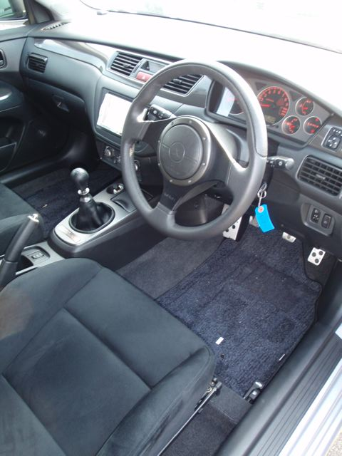 2004 Mitsubishi Lancer EVO 8 MR interior