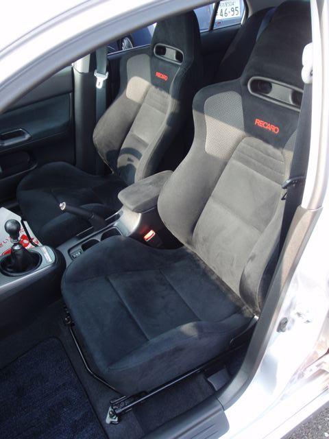 2004 Mitsubishi Lancer EVO 8 MR front seat