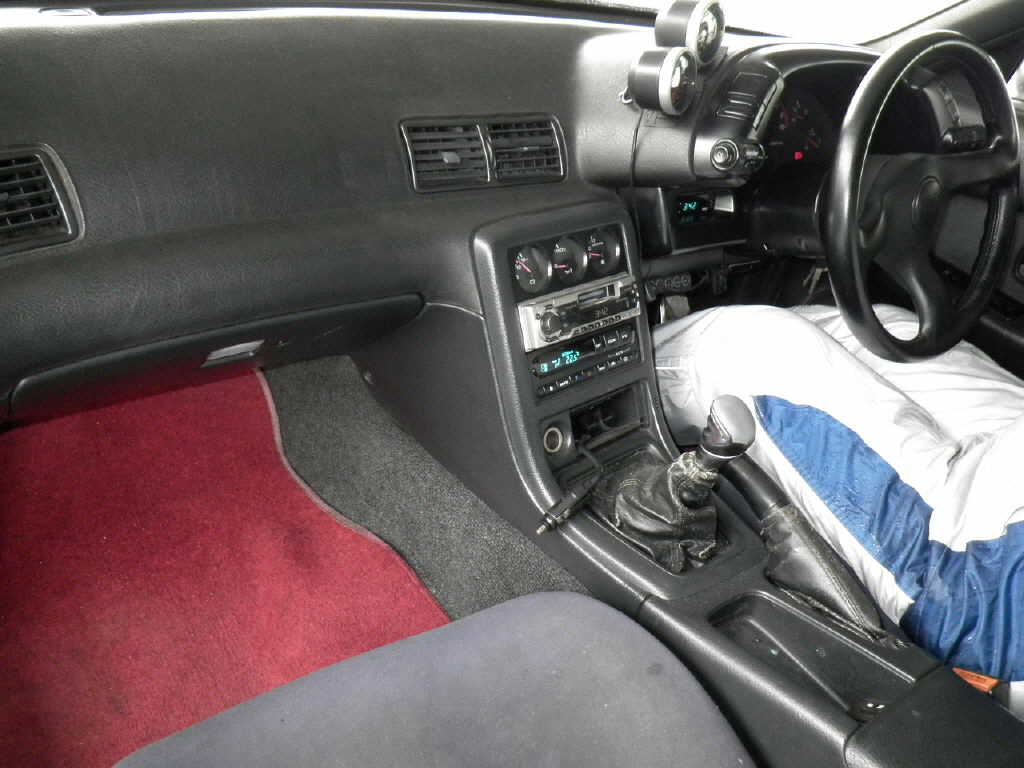 1992 Nissan Skyline R32 GTR silver auction interior