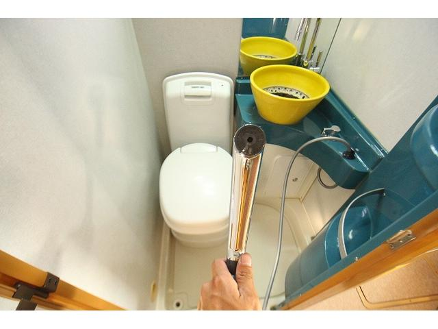 2010 Toyota Camroad motor home toilet and shower