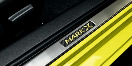 Toyota Mark X import special yellow Mark X kickpanel
