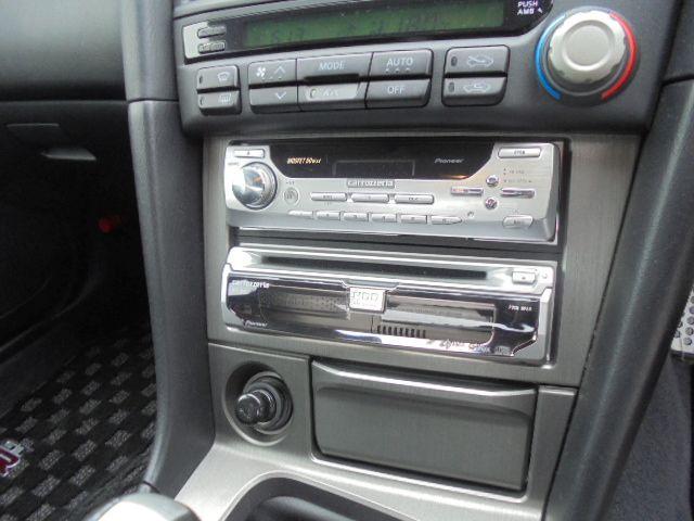 2002 Nissan Skyline R34 GT-R VSPEC2 NUR aftermarket audio