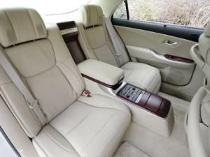 2009 Toyota Crown Majesta interior 8