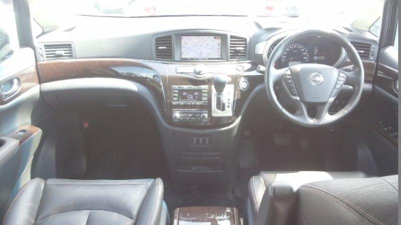 2010 Nissan Elgrand E52 4WD interior 2