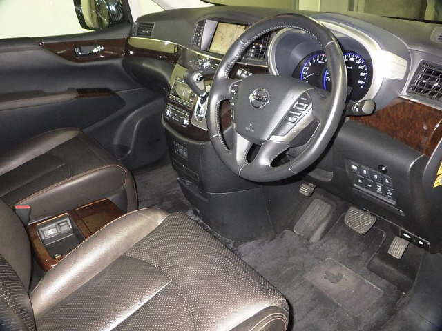 2010 Nissan Elgrand E52 4WD interior