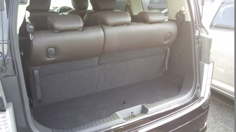 2010 Nissan Elgrand E52 4WD rear cargo area