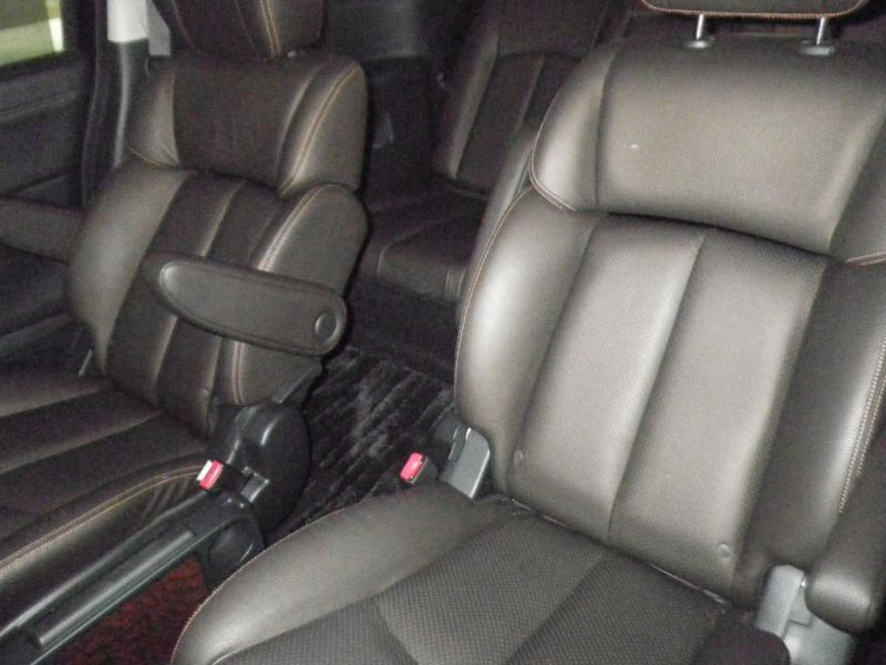 2011 Nissan ELgrand Highway Star Premium 350 4WD auction rear seats