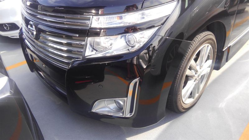 2011 Nissan Elgrand Highway Star Premium 350 4WD black left front closeup