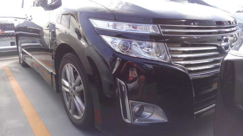 2011 Nissan Elgrand Highway Star Premium 350 4WD black right front bumper