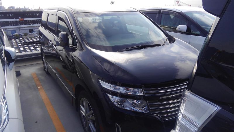 2011 Nissan Elgrand Highway Star Premium 350 4WD black right front