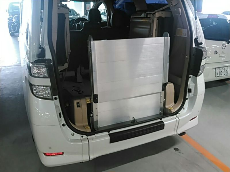 2011 Toyota Vellfire Welcab Sloper wheelchair disability vehicle 2.4V folder wheelchair ramp