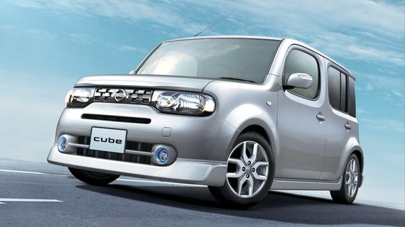Nissan Cube Z12 silver front