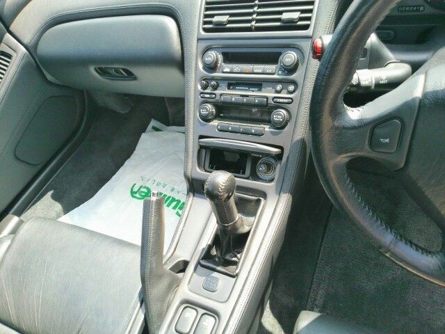 1992 Honda NSX coupe gearshift
