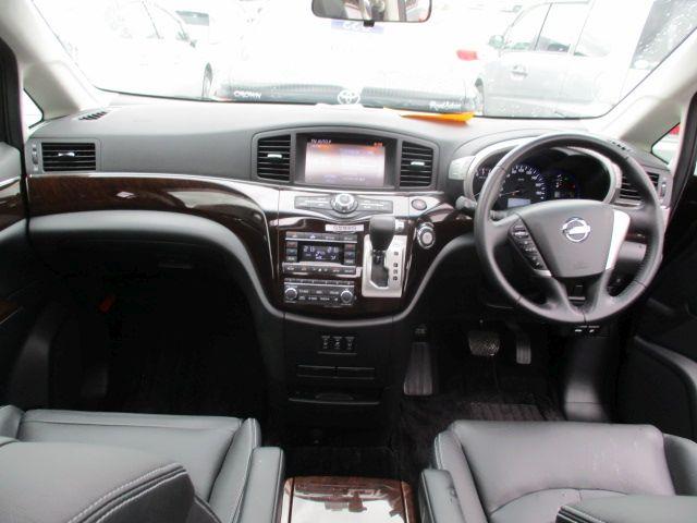 2011-nissan-elgrand-e52-vip-2wd-3-5l-interior-5