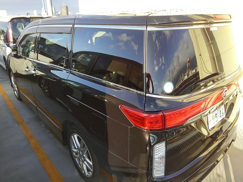 2011-nissan-elgrand-highway-star-350-4wd-24