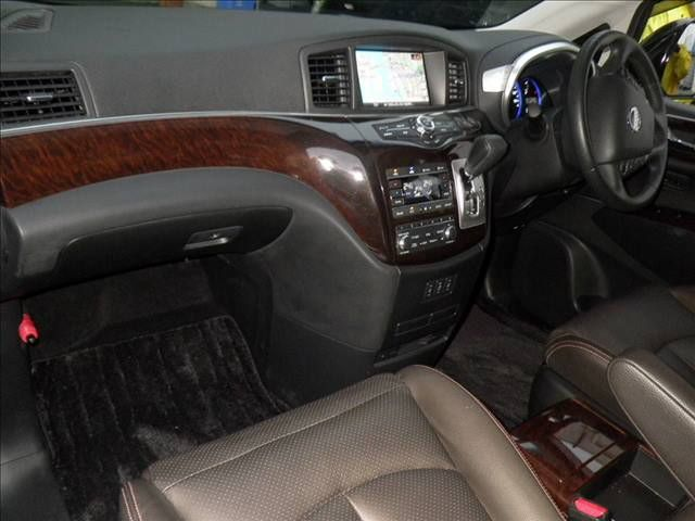 2011-nissan-elgrand-highway-star-350-4wd-46