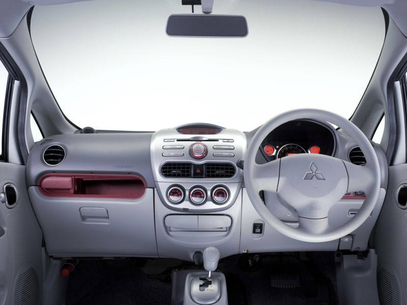 mitsubishi-i-660cc-turbo-kei-car-interior
