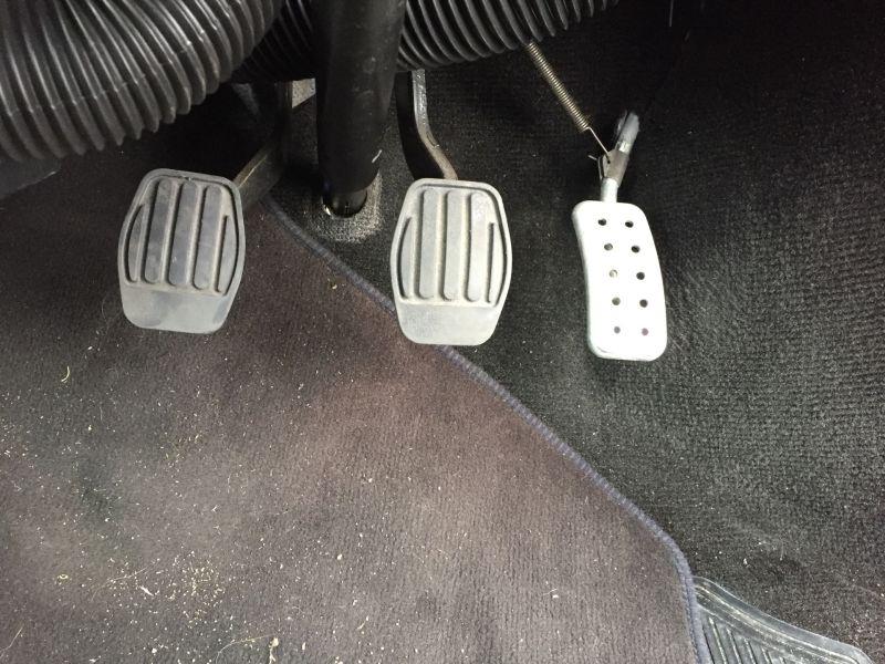 1997-rover-mini-cooper-pedals