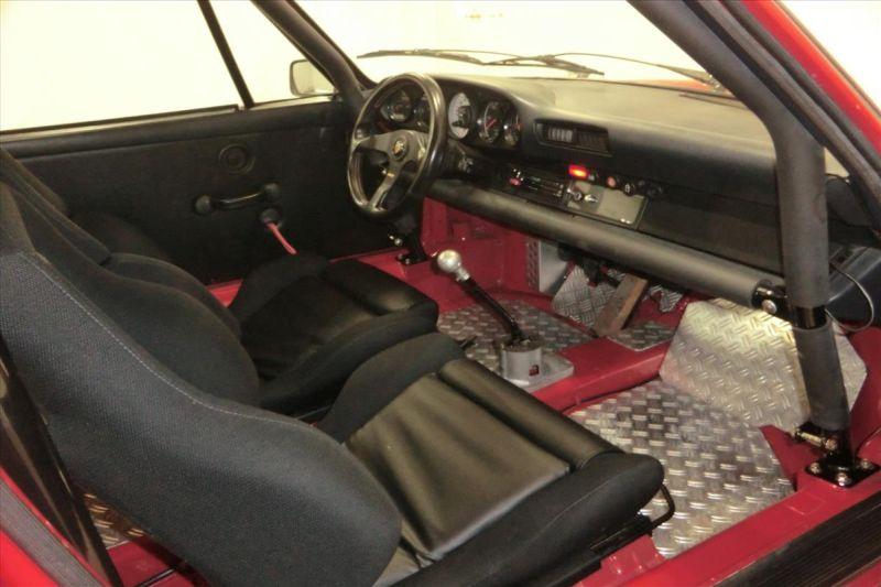 1981 Porsche 911 coupe interior 6