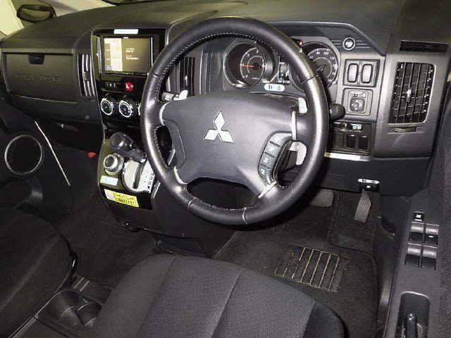 2016 Mitsubishi Delica D5 diesel CV1W 4WD auction interior