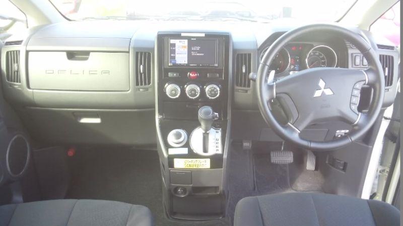 2016-Mitsubishi-Delica-D5-diesel-CV1W-4WD-interior
