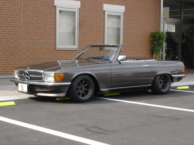 1982 Mercedes Benz 500SL Classic Car Inspection at Japan Vintage