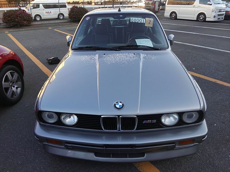 1987 BMW M3 E30 coupe front on