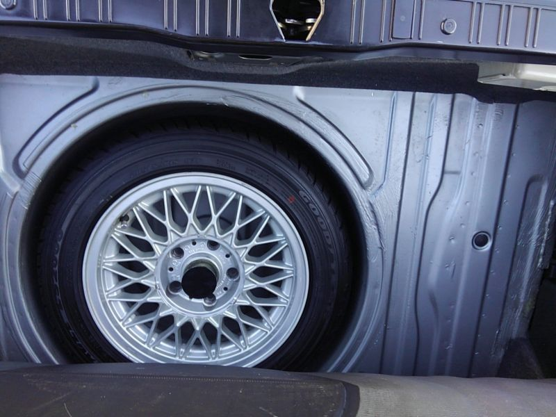 1987 BMW M3 E30 coupe spare tyre 1