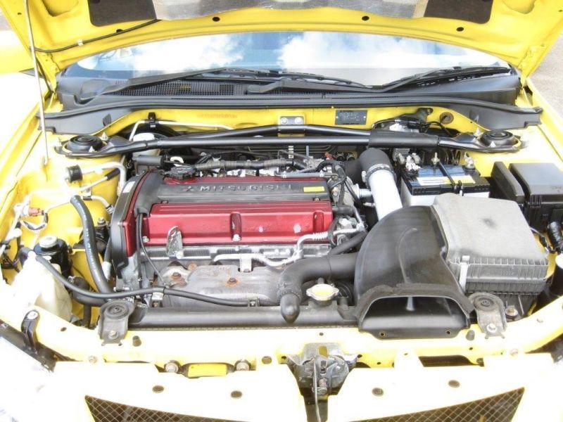 2003 Mitsubishi Lancer EVO 8 GSR yellow engine