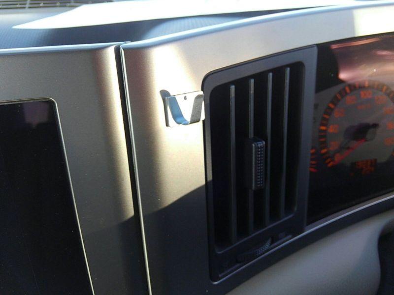 2003 Nissan Elgrand E51 Highway Star 2WD clip
