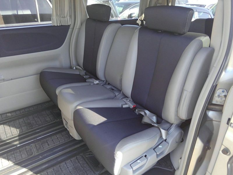 2003 Nissan Elgrand E51 Highway Star 2WD interior