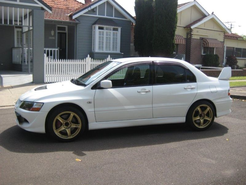 2004 Mitsubishi Lancer EVO 8 GSR white side