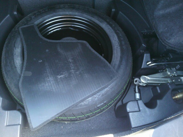 2004 Nissan Skyline V35 350GT Premium coupe spare tyre
