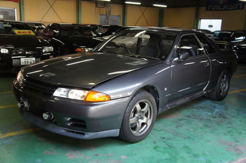greay aug 1992 r32 GTR at Japan GTR Specialist