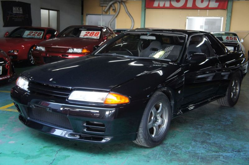 Nov 1994 black GTR front left at Japan GTR specialist