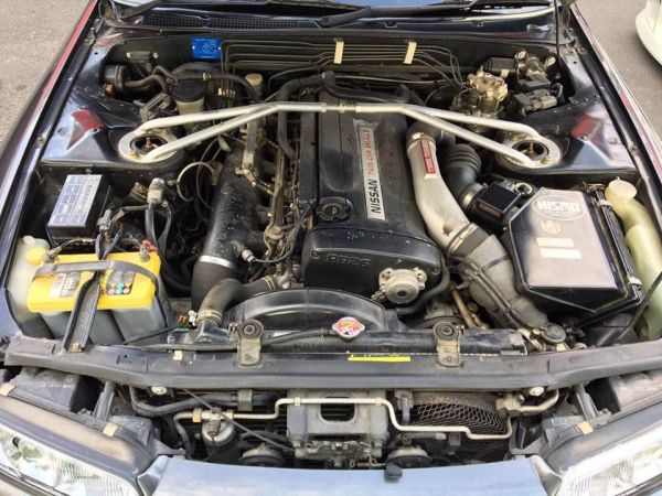 1993 Nissan Skyline R32 GTR grey engine