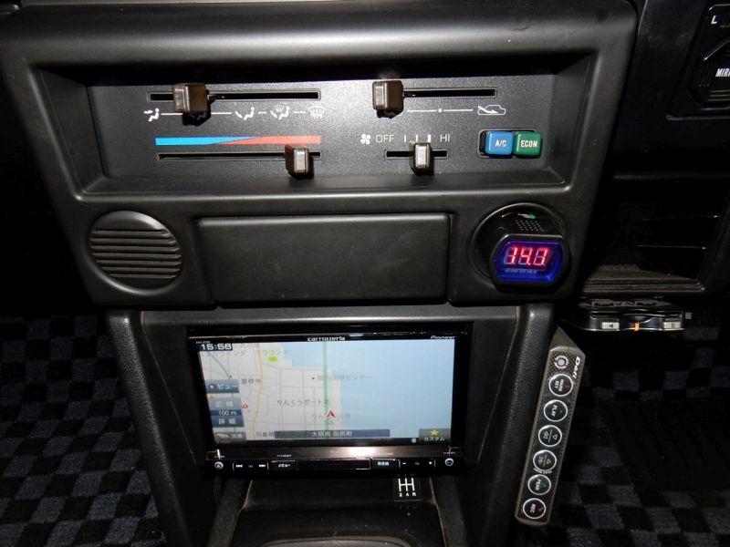 1985 Toyota Sprinter Treuno AE86 GT APEX centre console