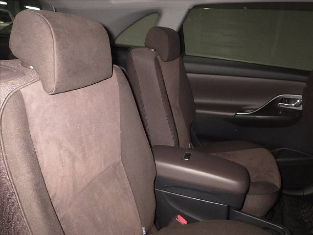 2007 Toyota Mark X ZIO 350G wagon interior 4